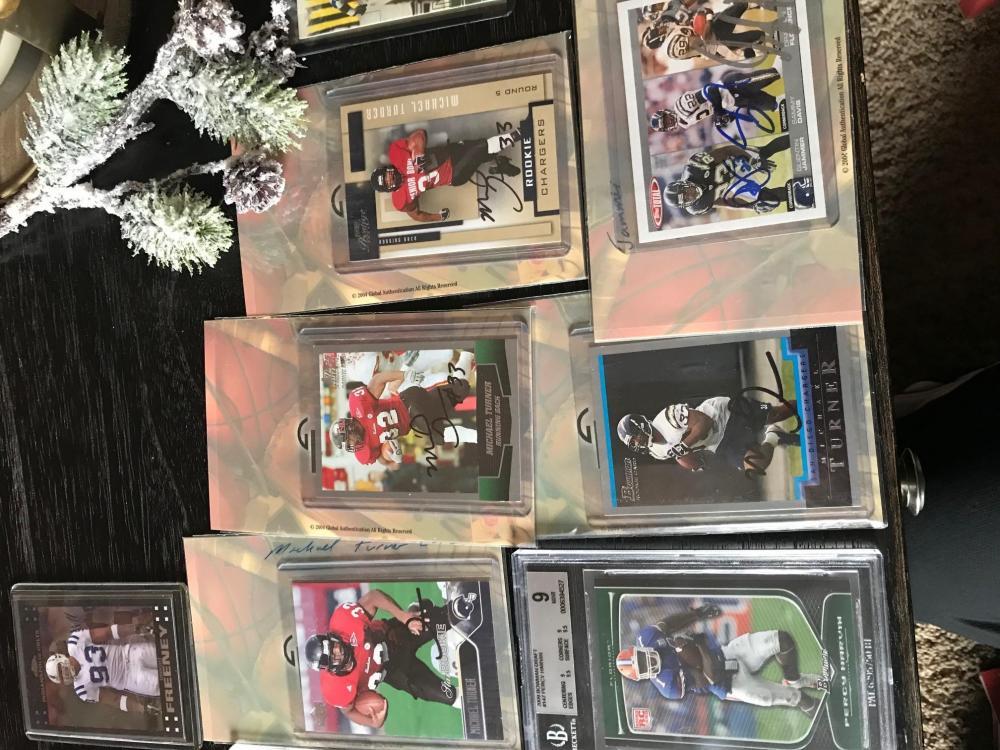 1123735560_turnersignedfootballcards.thumb.jpg.4cd26df42dd603ae2f2e7f7735df50e1.jpg